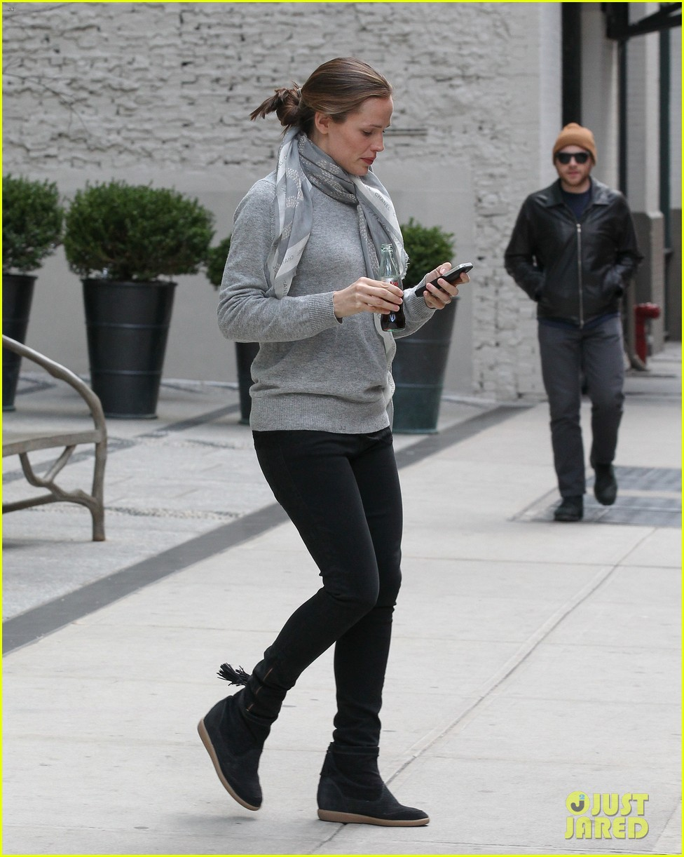 jennifer garner visits new york ben affleck on daddy duty 032843037