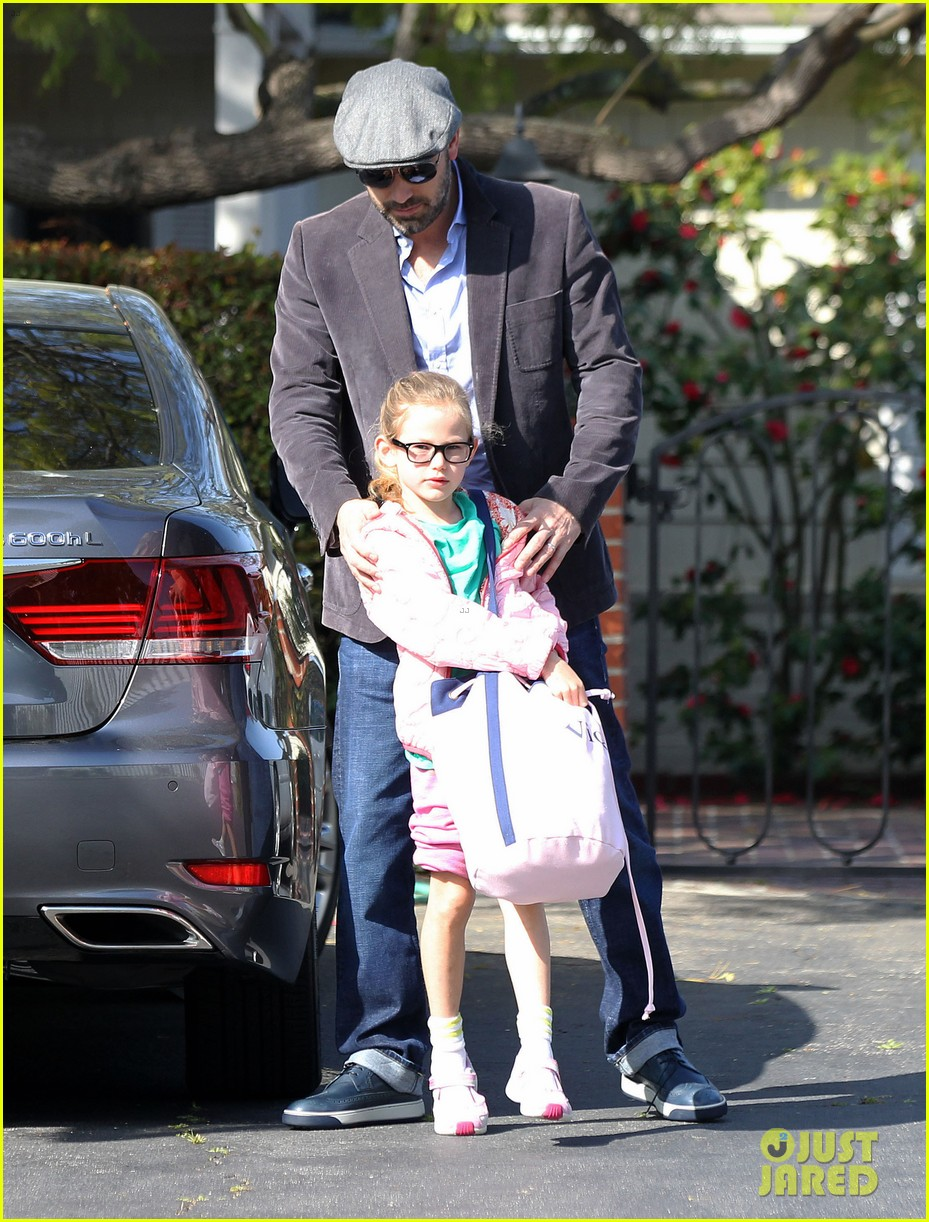 jennifer garner visits new york ben affleck on daddy duty 062843040