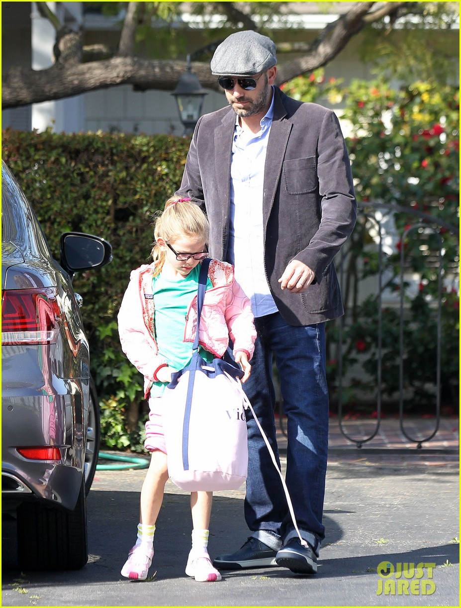 jennifer garner visits new york ben affleck on daddy duty 072843041