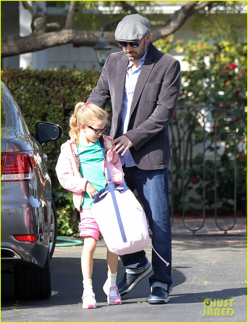 jennifer garner visits new york ben affleck on daddy duty 082843042