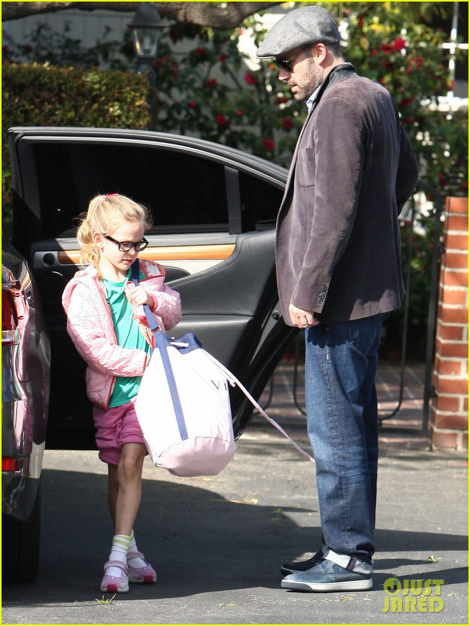 jennifer garner visits new york ben affleck on daddy duty 102843044