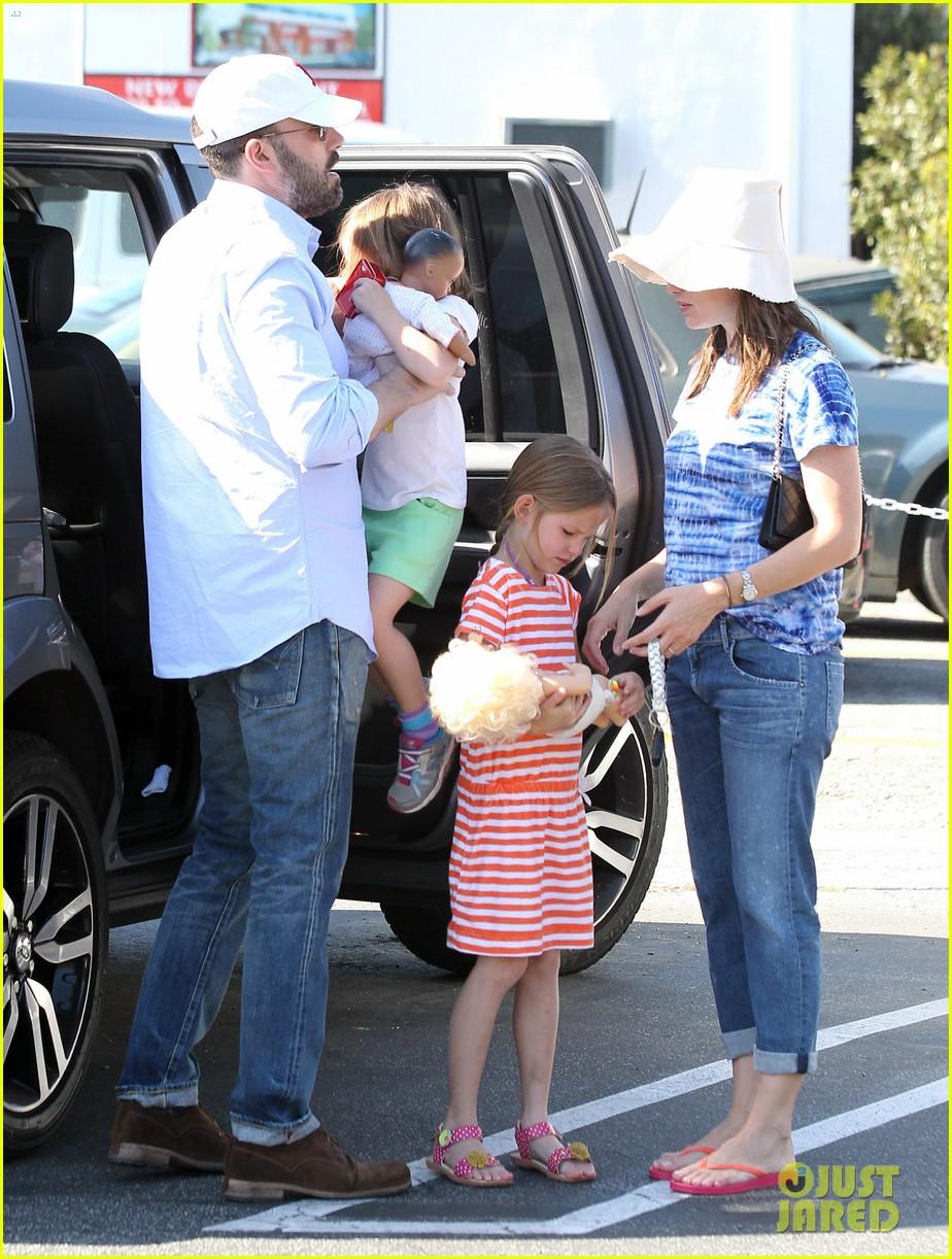 jennifer garner ben affleck weekend shopping with the girls 072855025