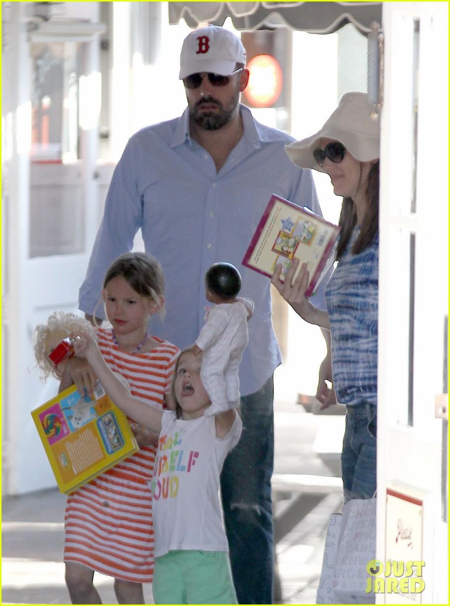 jennifer garner ben affleck weekend shopping with the girls 132855031