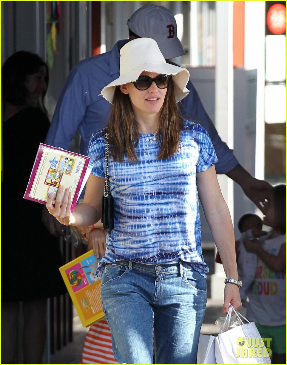 jennifer garner ben affleck weekend shopping with the girls 172855035