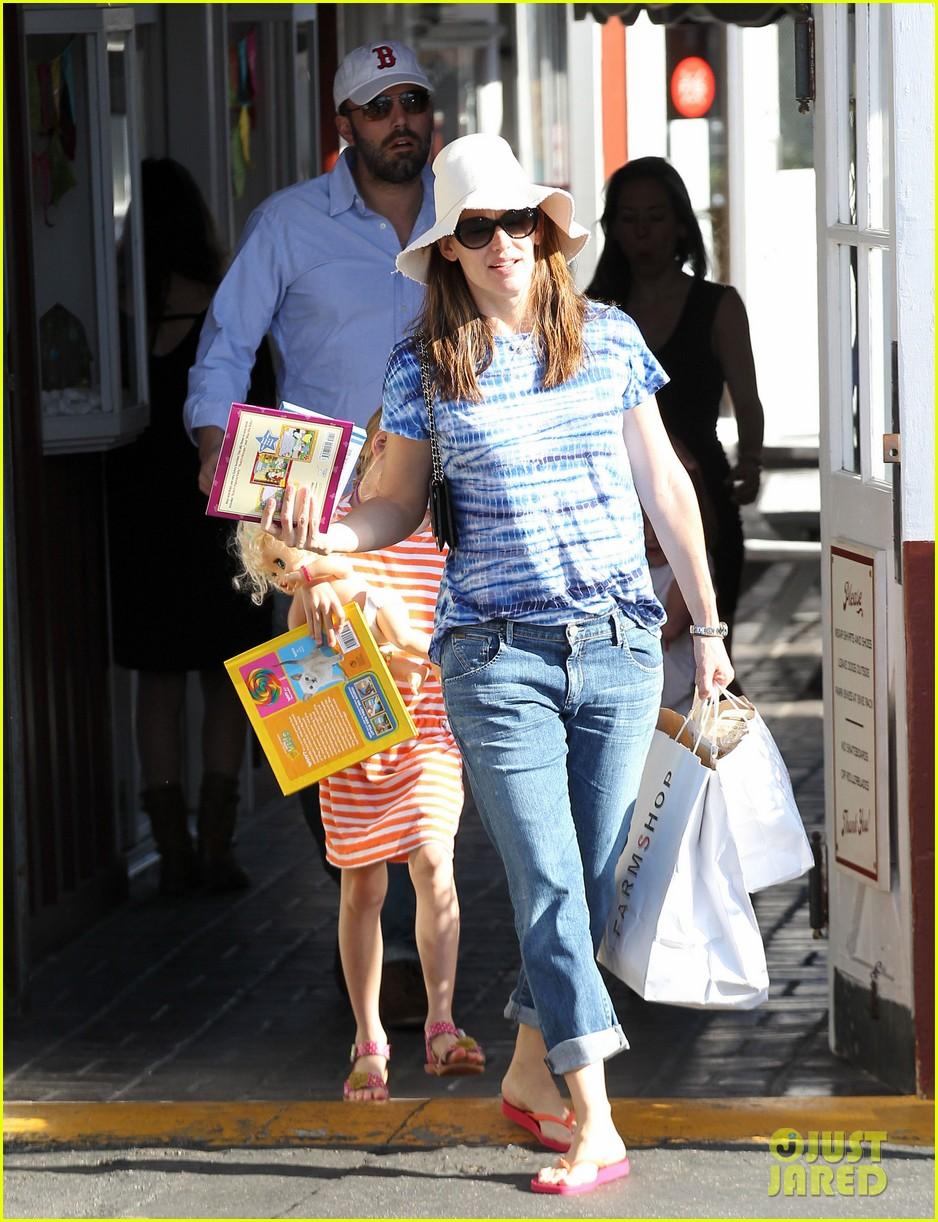 jennifer garner ben affleck weekend shopping with the girls 182855036
