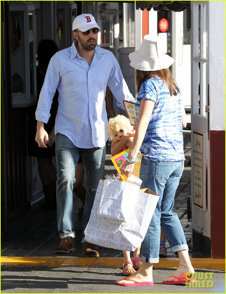 jennifer garner ben affleck weekend shopping with the girls 192855037