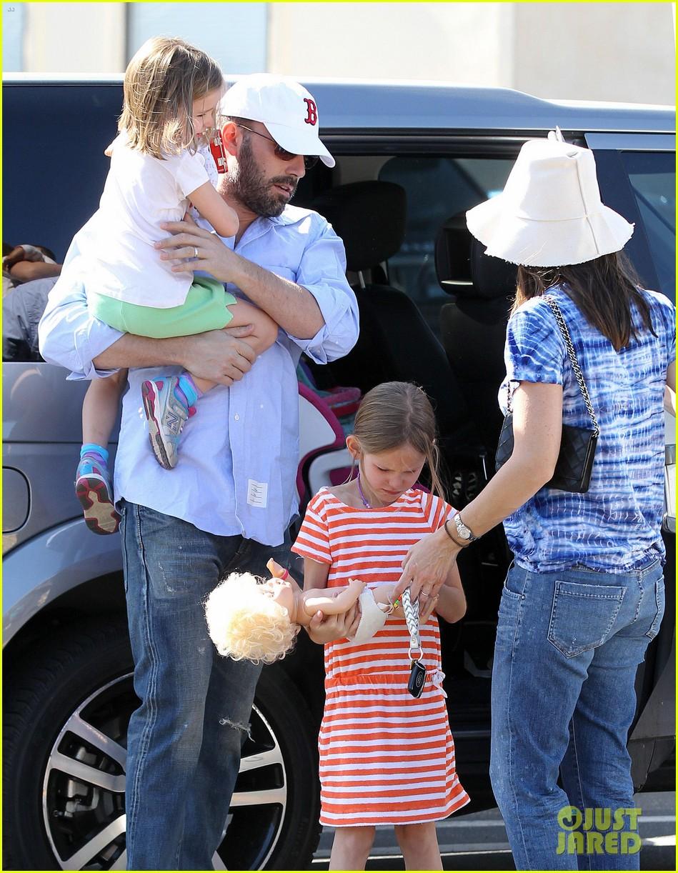 jennifer garner ben affleck weekend shopping with the girls 252855043