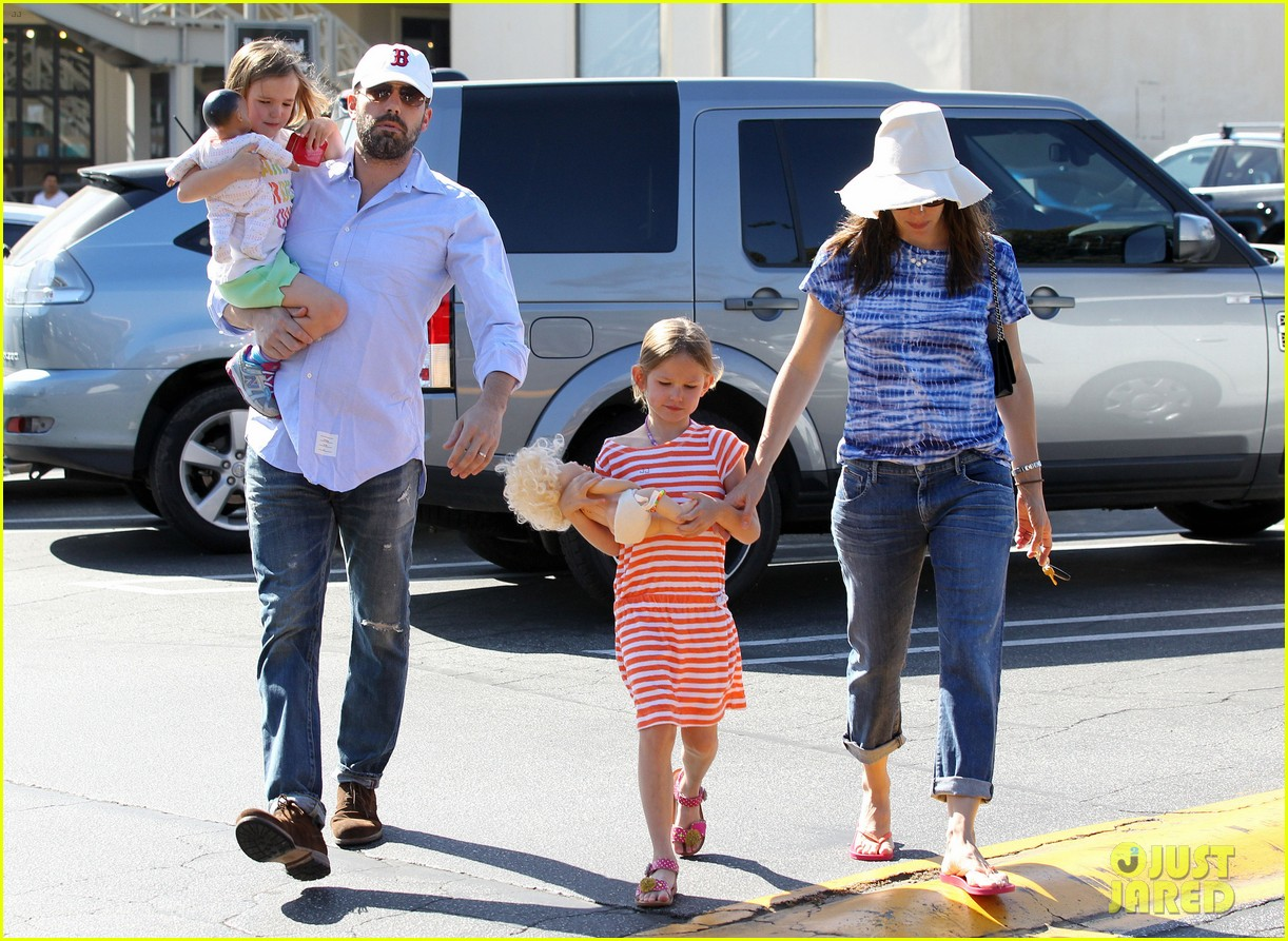jennifer garner ben affleck weekend shopping with the girls 292855047
