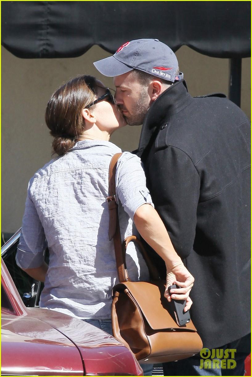 jennifer garner ben affleck kissing couple 022847645