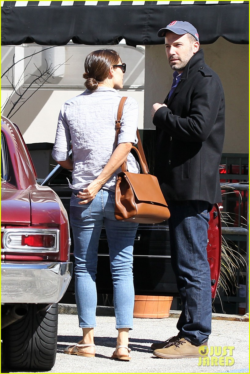 jennifer garner ben affleck kissing couple 162847659