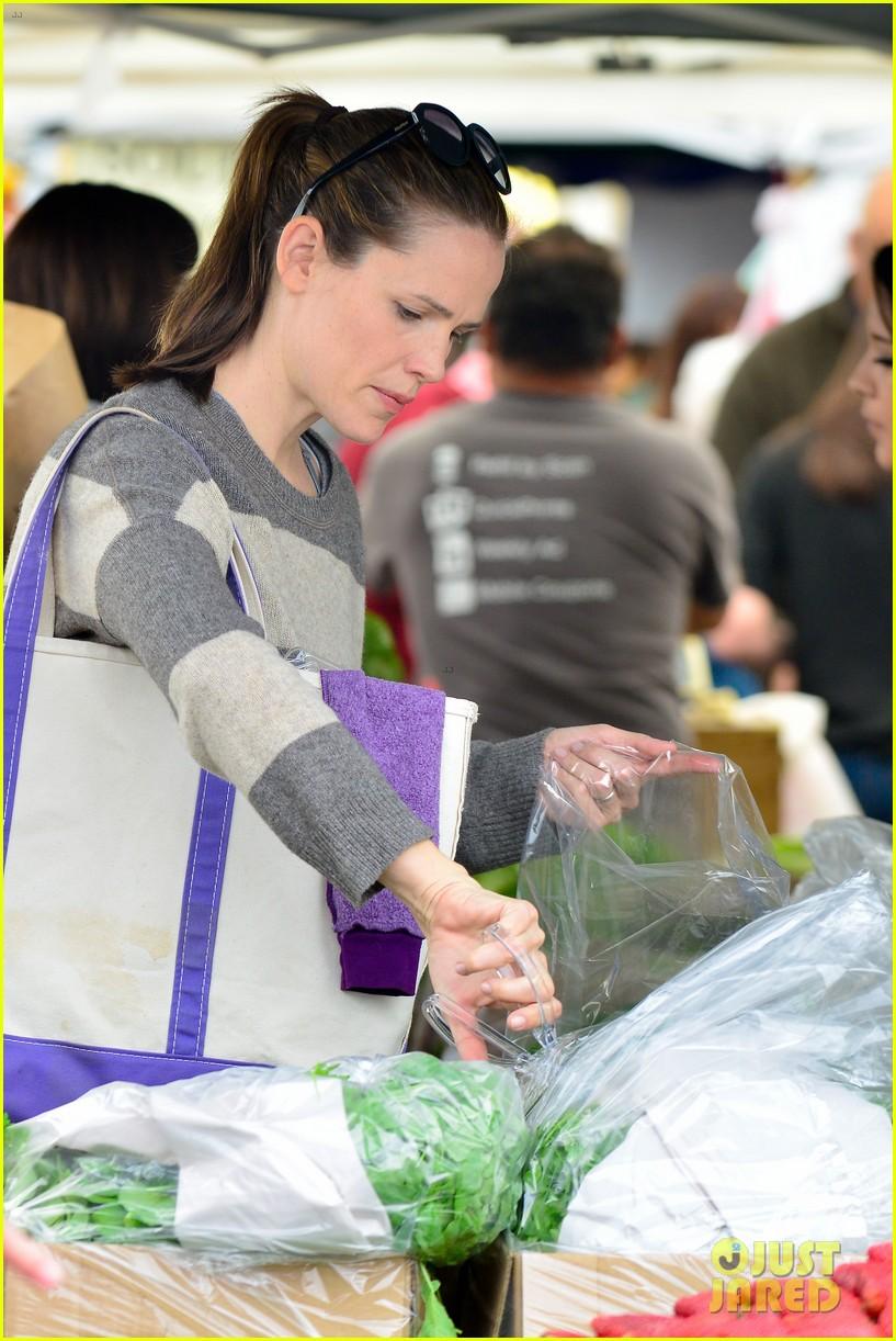 jennifer garner farmers market trip violet seraphina 062844984