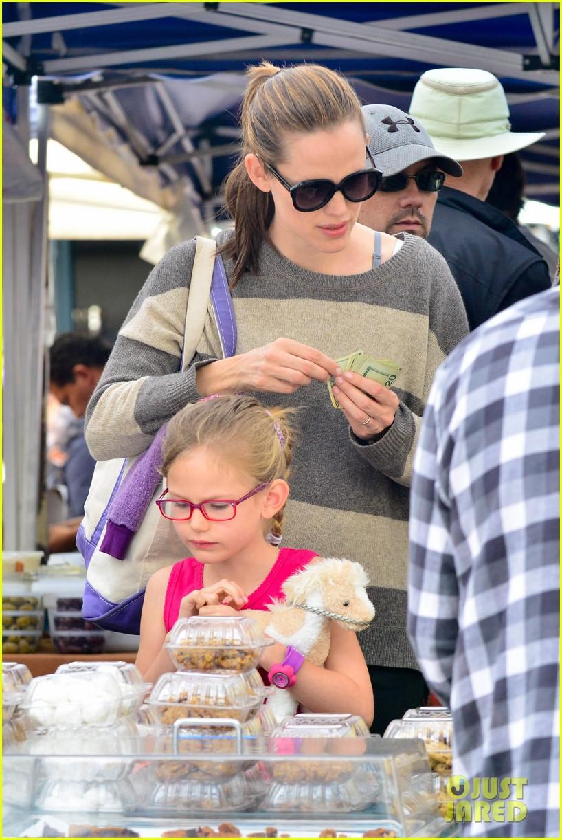 jennifer garner farmers market trip violet seraphina 112844989