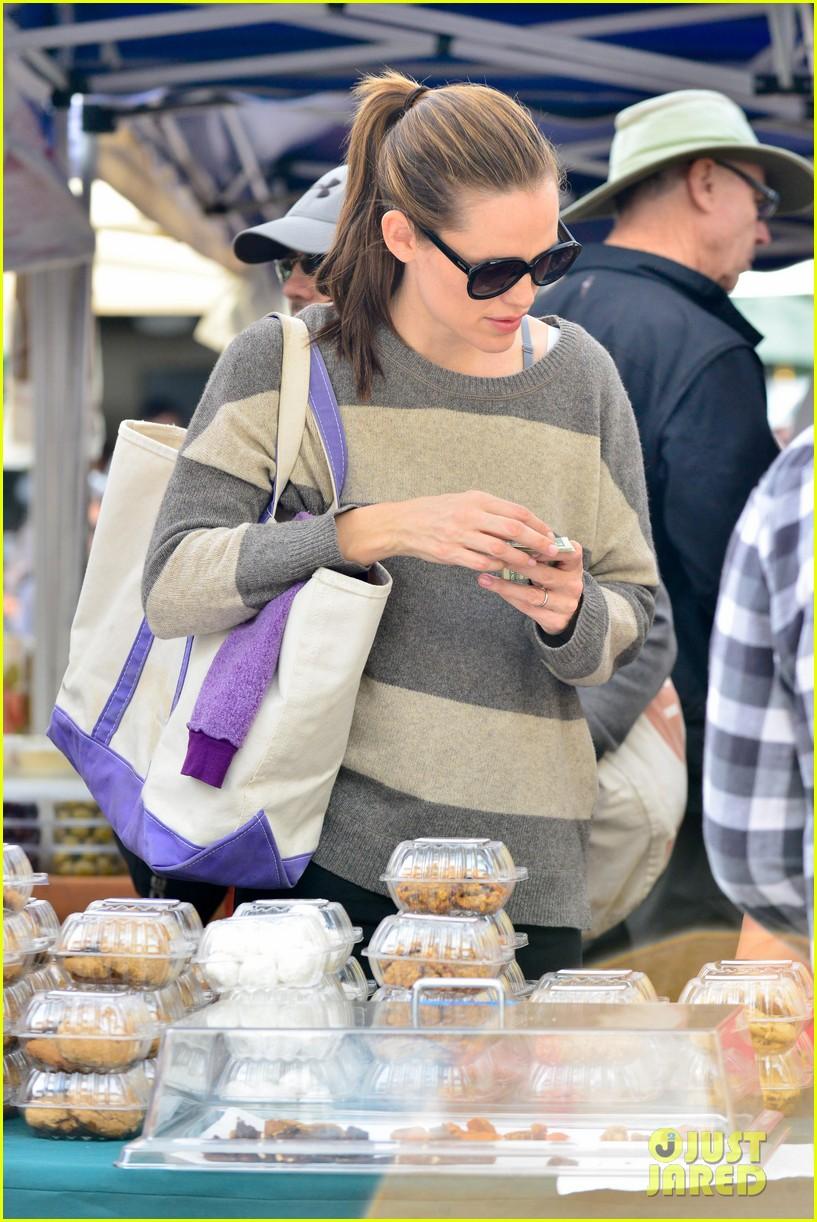 jennifer garner farmers market trip violet seraphina 242845002