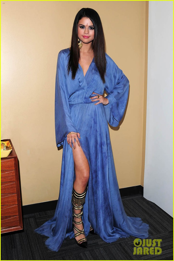 selena gomez ellen performance backstage pics 03