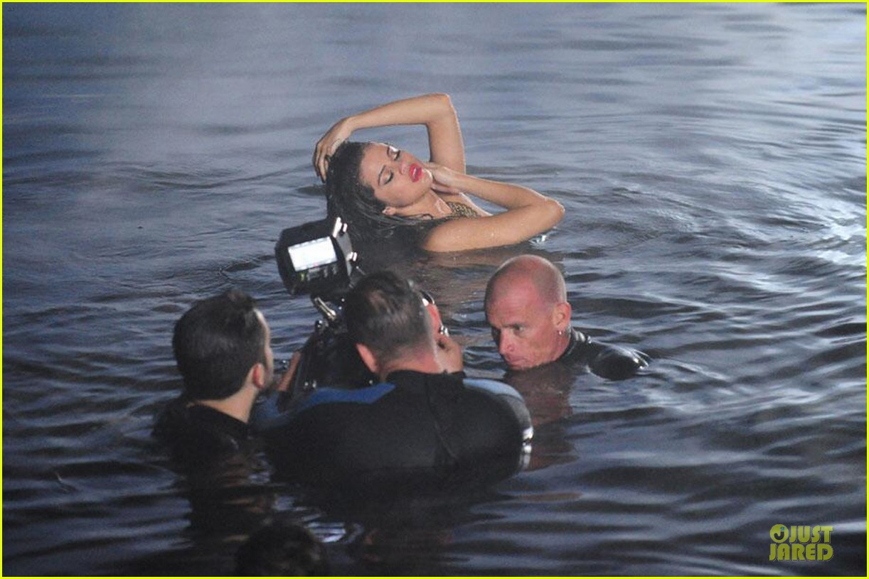 selena gomez wet hair for come get it video 052861470