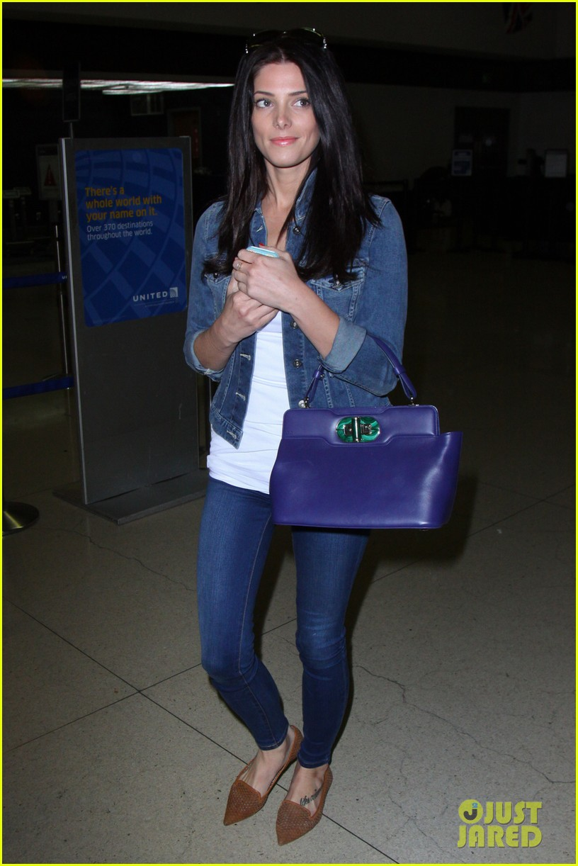 ashley greene arrives at lax after tragic condo fire 022843209