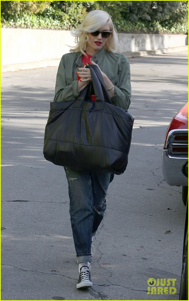 gwen stefani tuesday errands in la 032857179