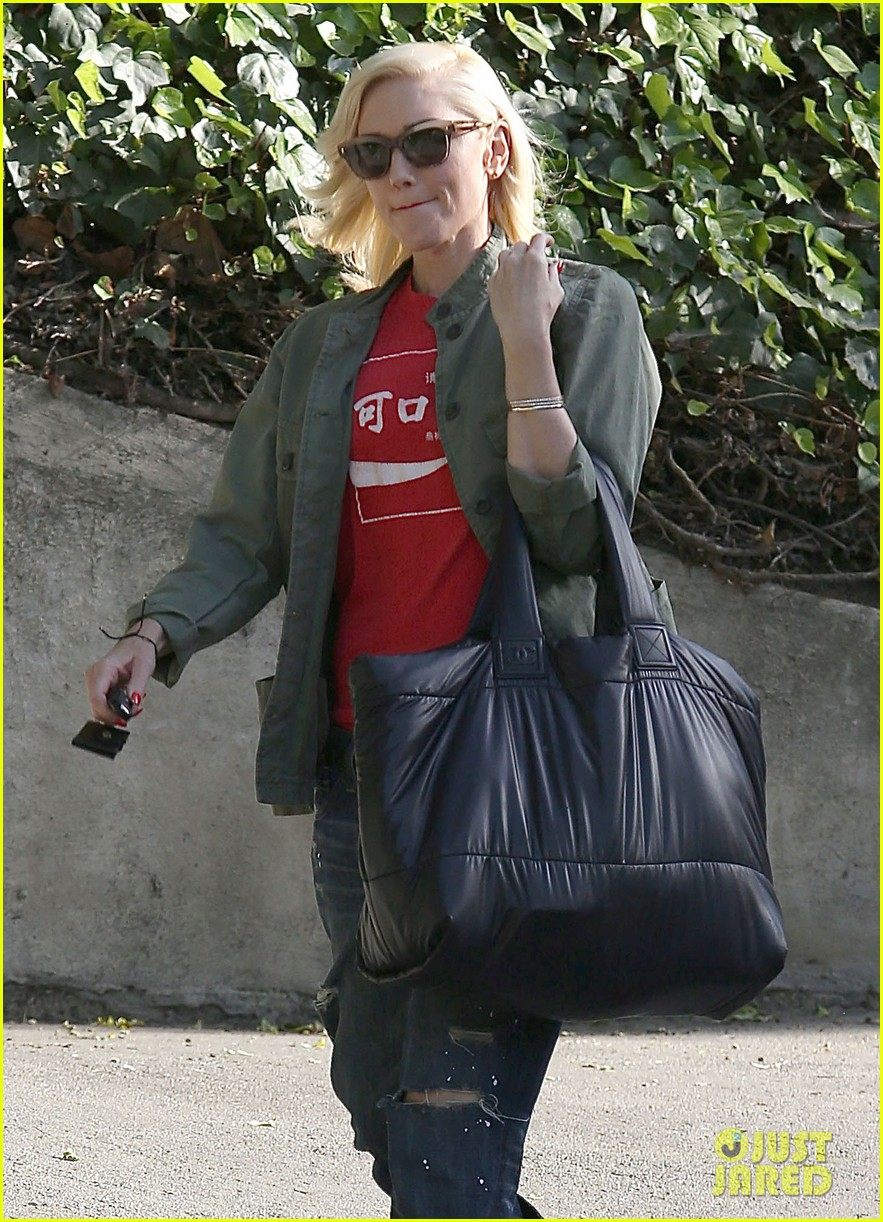 gwen stefani tuesday errands in la 042857180