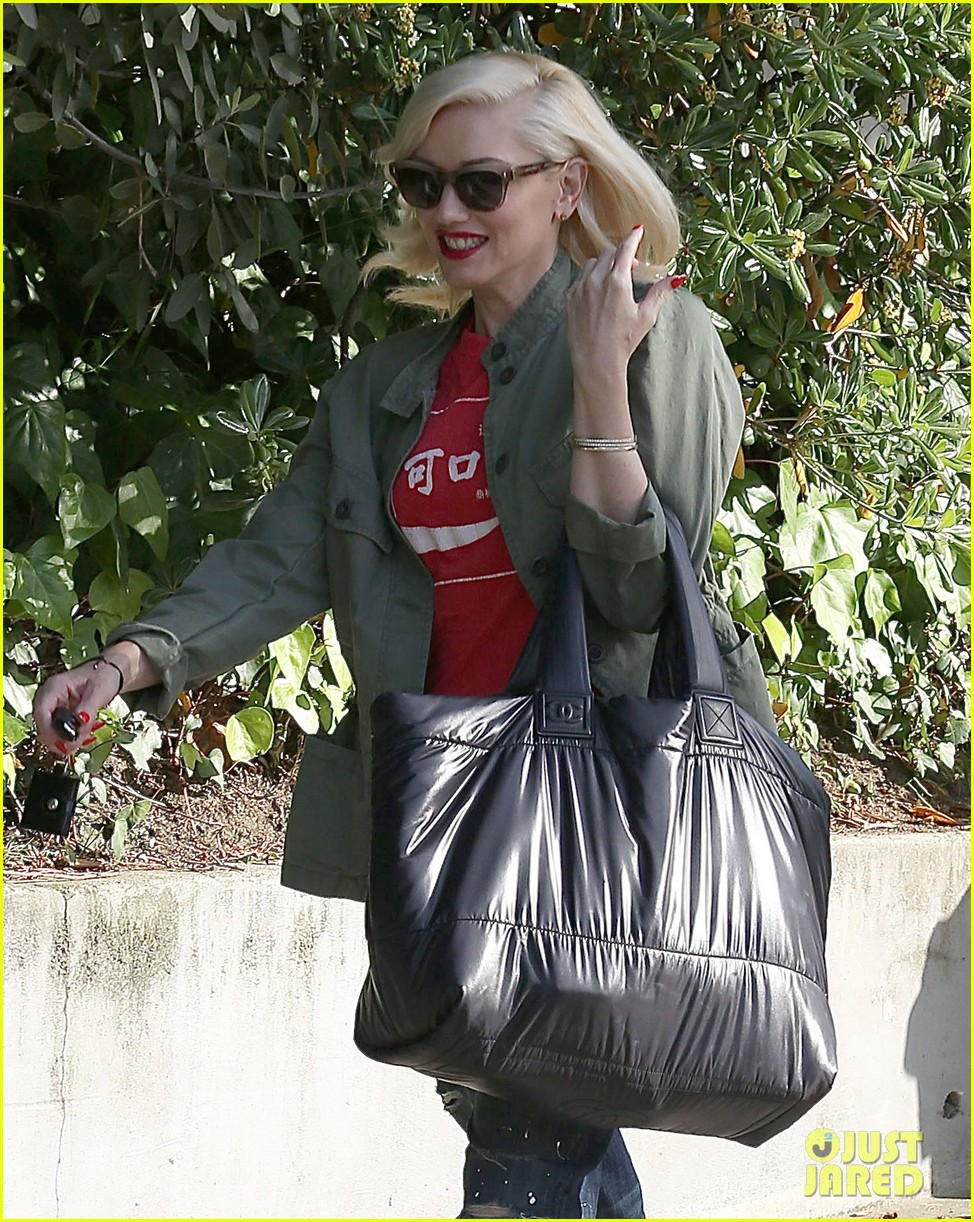 gwen stefani tuesday errands in la 112857187