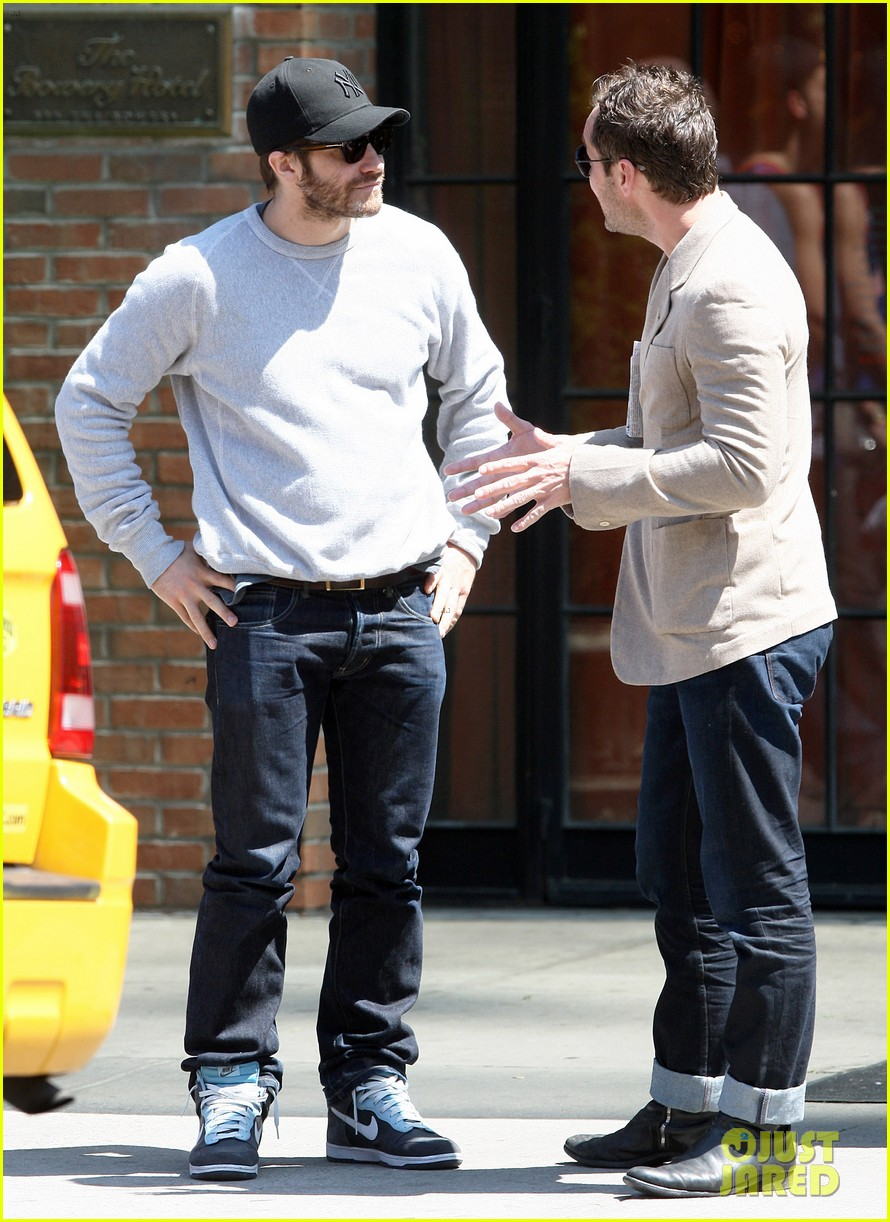 jake gyllenhaal jude law hang out in the east village 01