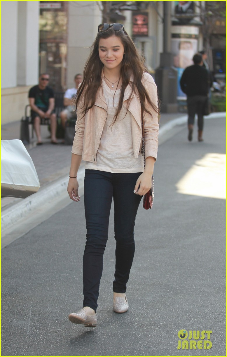 hailee steinfeld i cant wait to see great gatsby 042859937