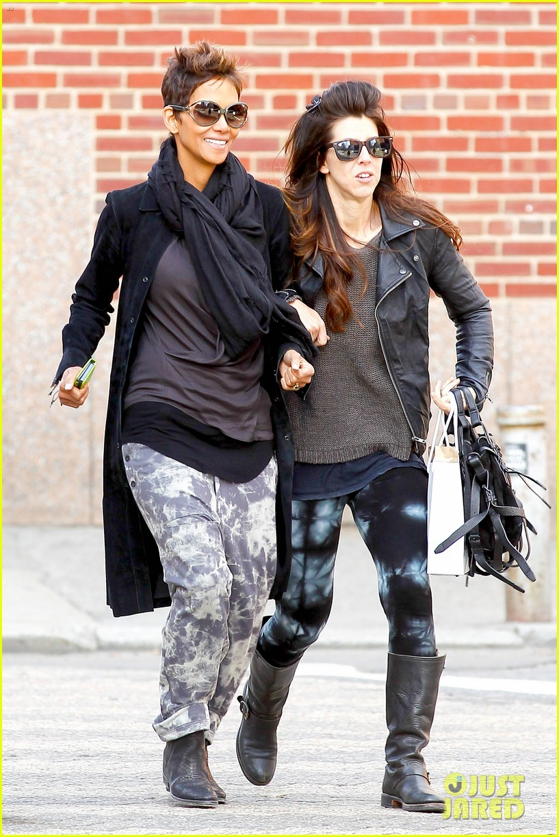 halle berry pregnant shopper in nyc 062845092