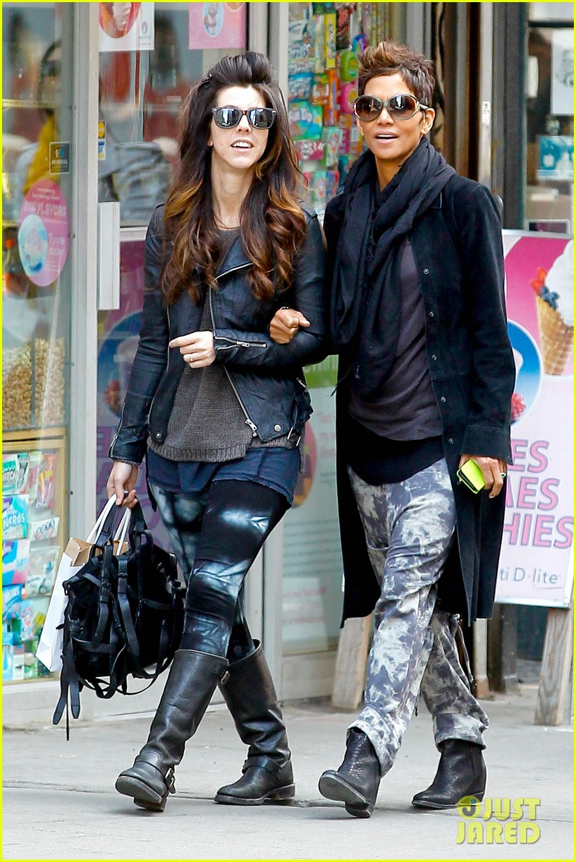 halle berry pregnant shopper in nyc 072845093