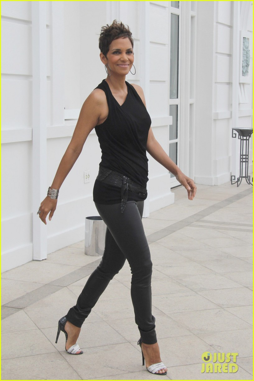 pregnant halle berry call rio photo call 012846901