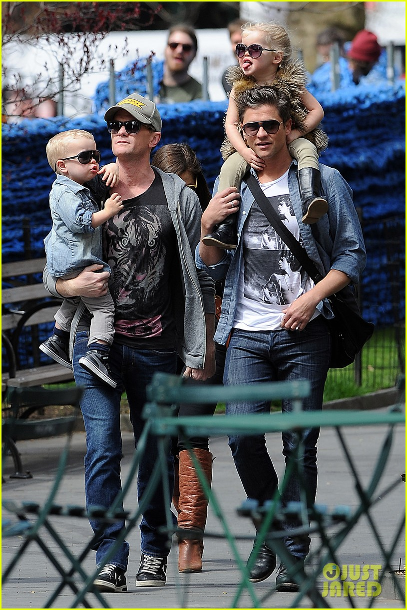 neil patrick harris david burtka madison square park with the kids 032851867