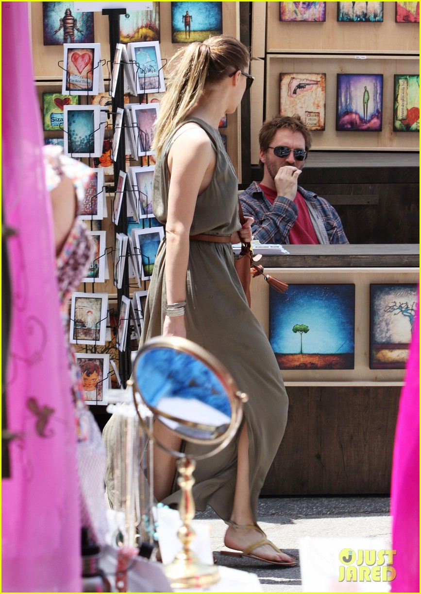 amber heard solo shopping after night with johnny depp 102860409