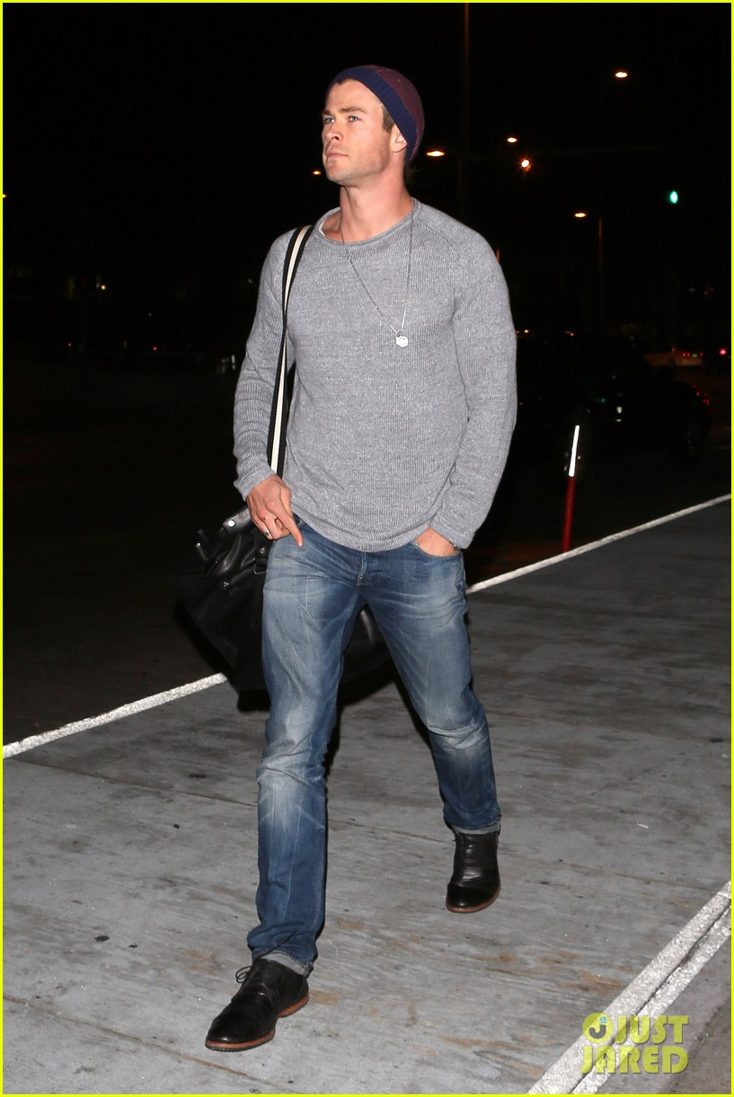 chris hemsworth catches flight liam hemsworth goes skateboarding 112855624