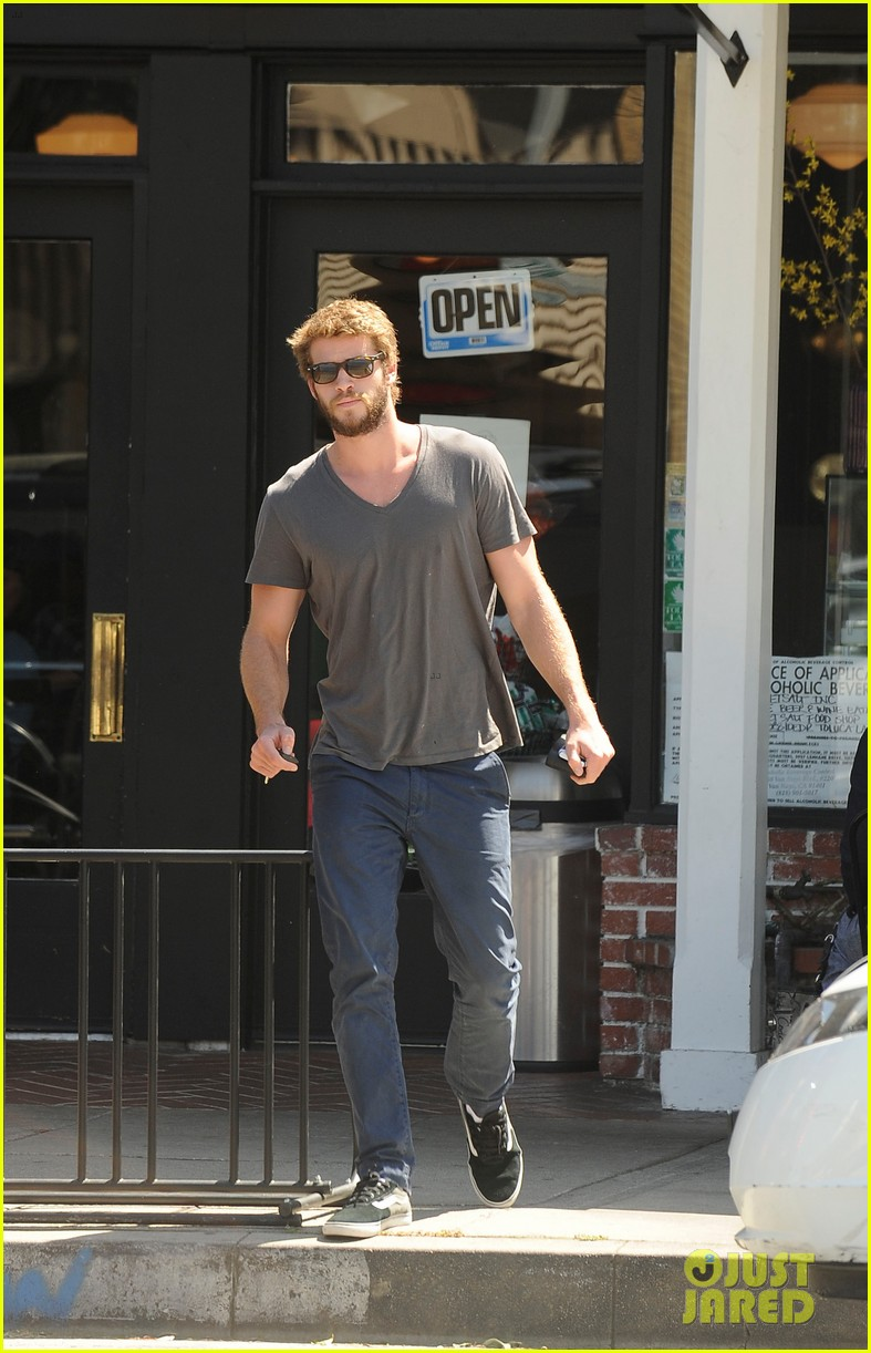 liam hemsworth eats at sweetsalt miley cyrus wears chanel onesie 022847870