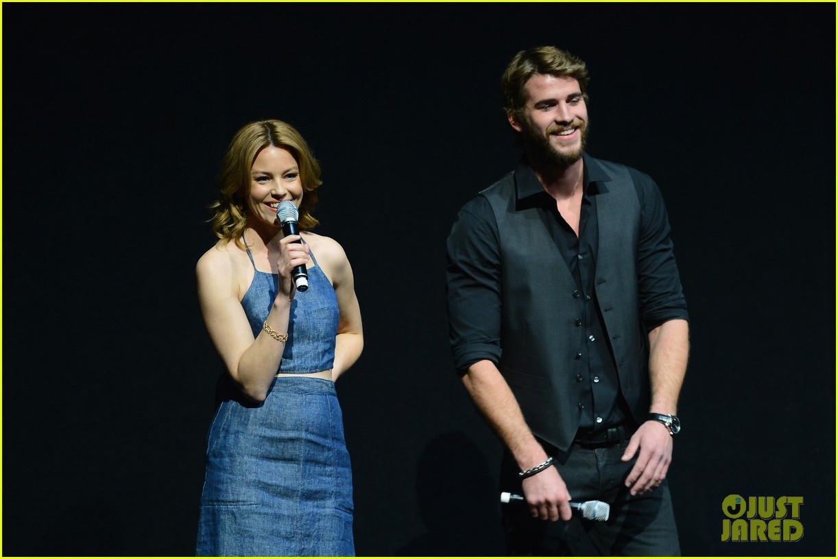 liam hemsworth elizabeth banks hunger games at cinemacon 072853117
