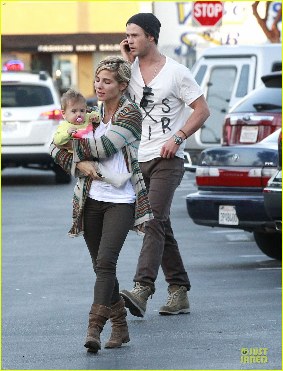 chris hemsworth elsa pataky grocery shopping after easter 012841857