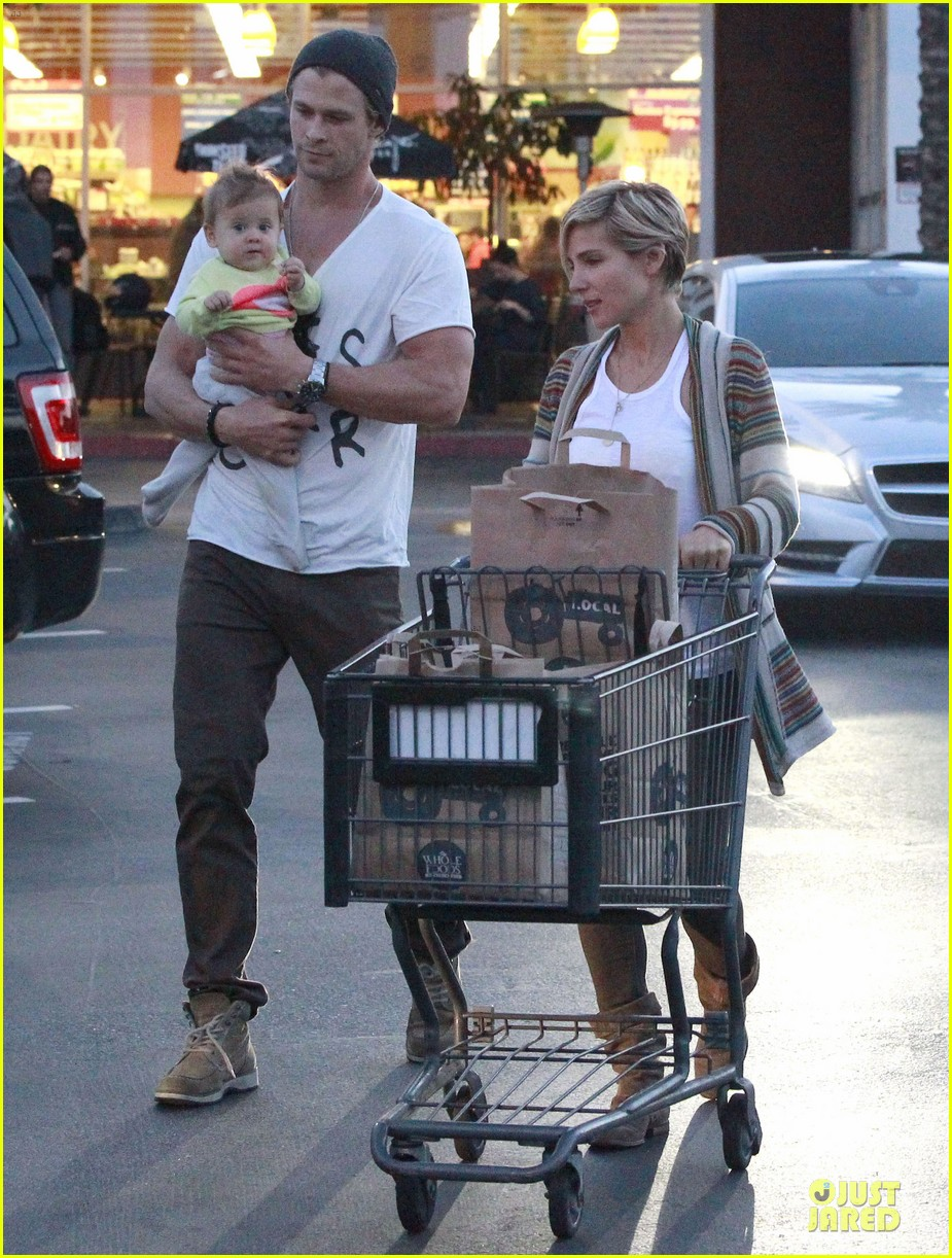chris hemsworth elsa pataky grocery shopping after easter 032841859