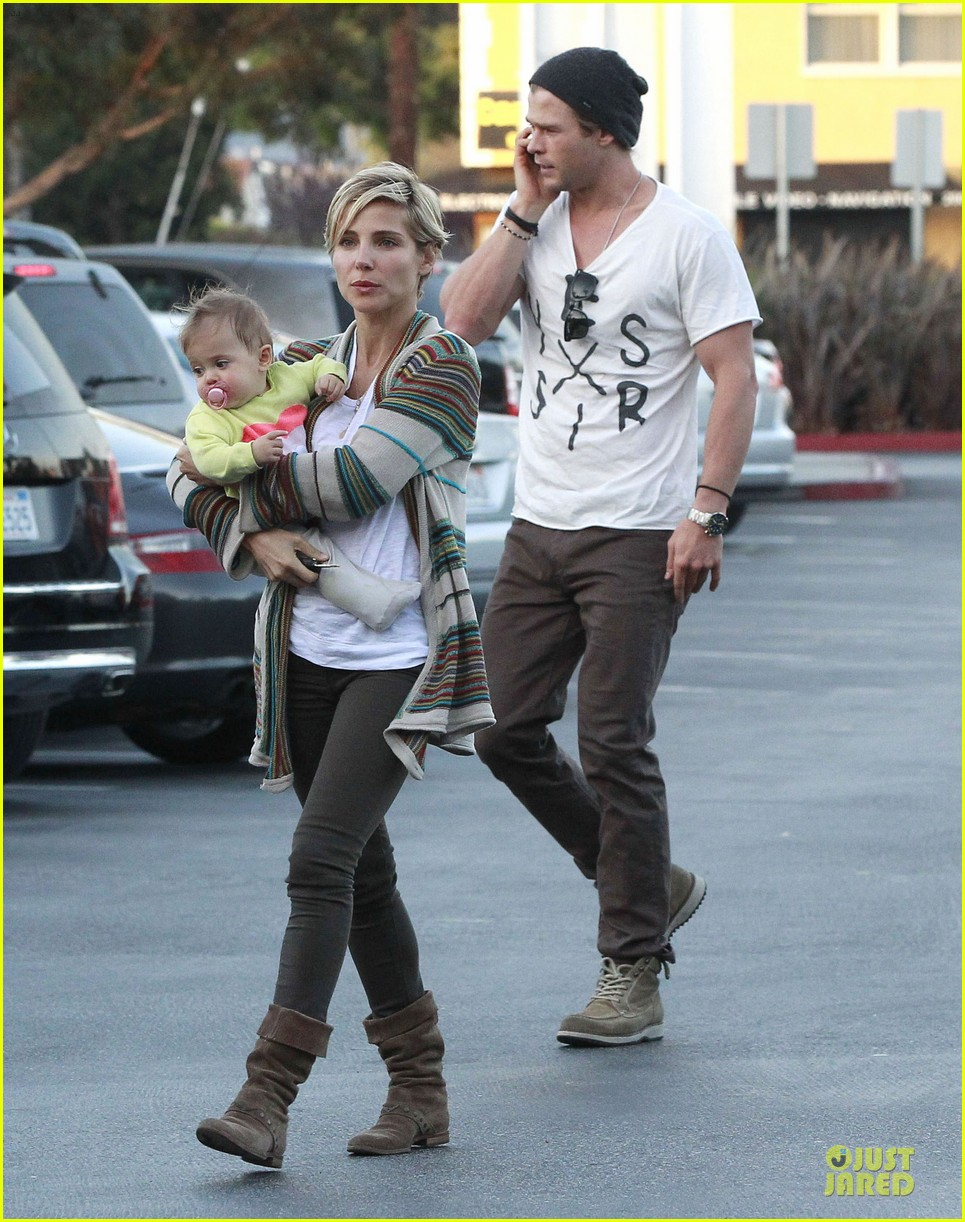 chris hemsworth elsa pataky grocery shopping after easter 06