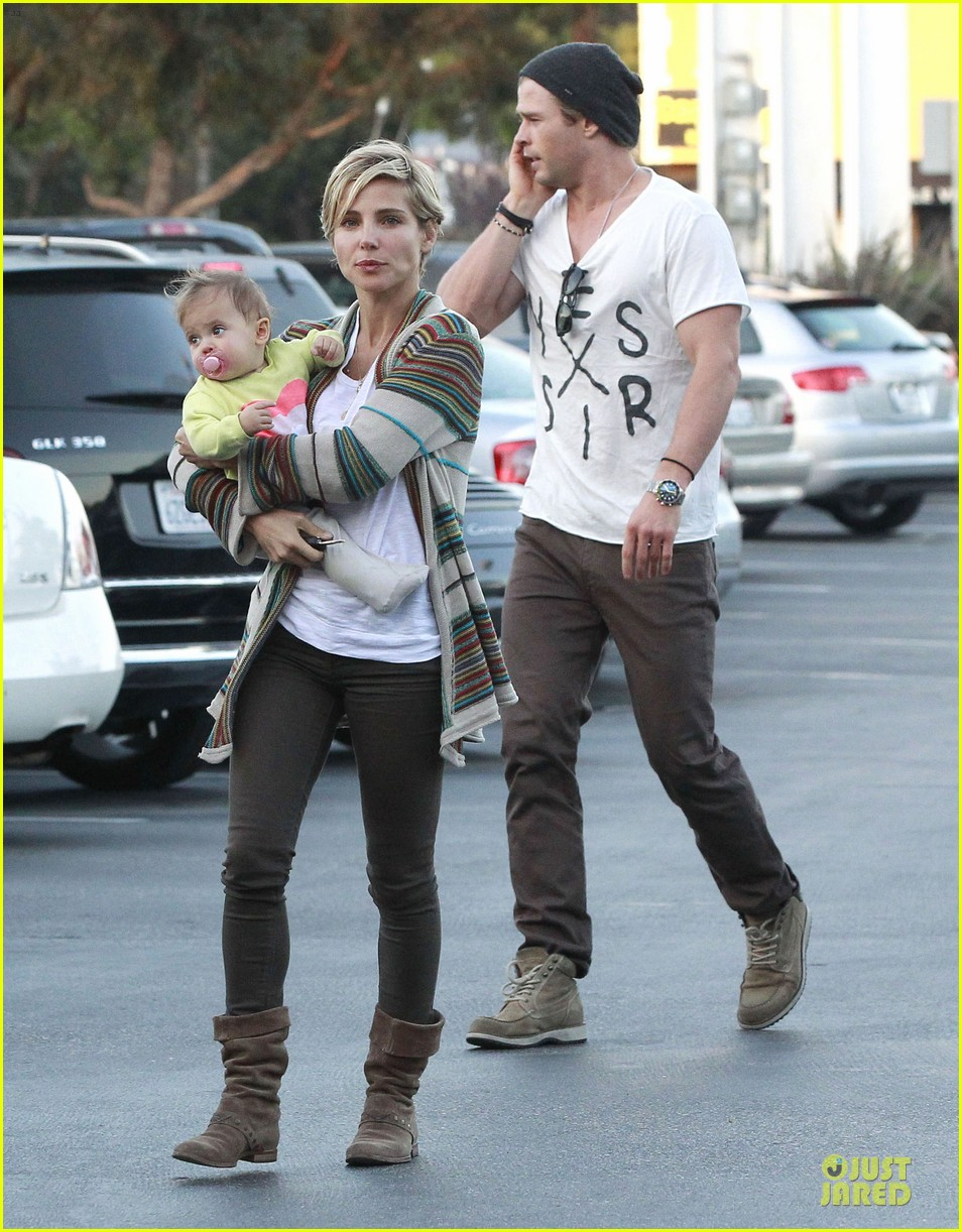 chris hemsworth elsa pataky grocery shopping after easter 082841864