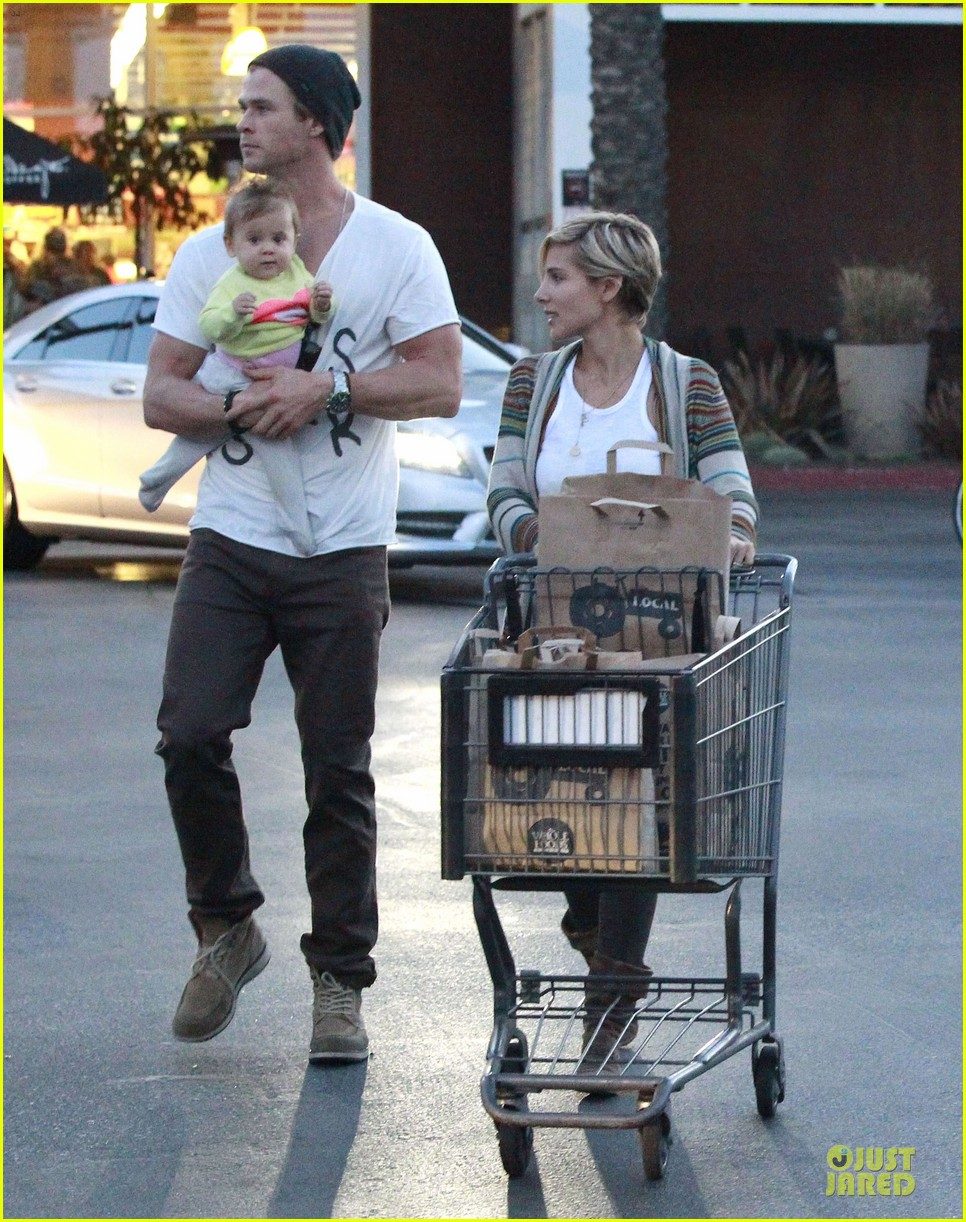 chris hemsworth elsa pataky grocery shopping after easter 122841868