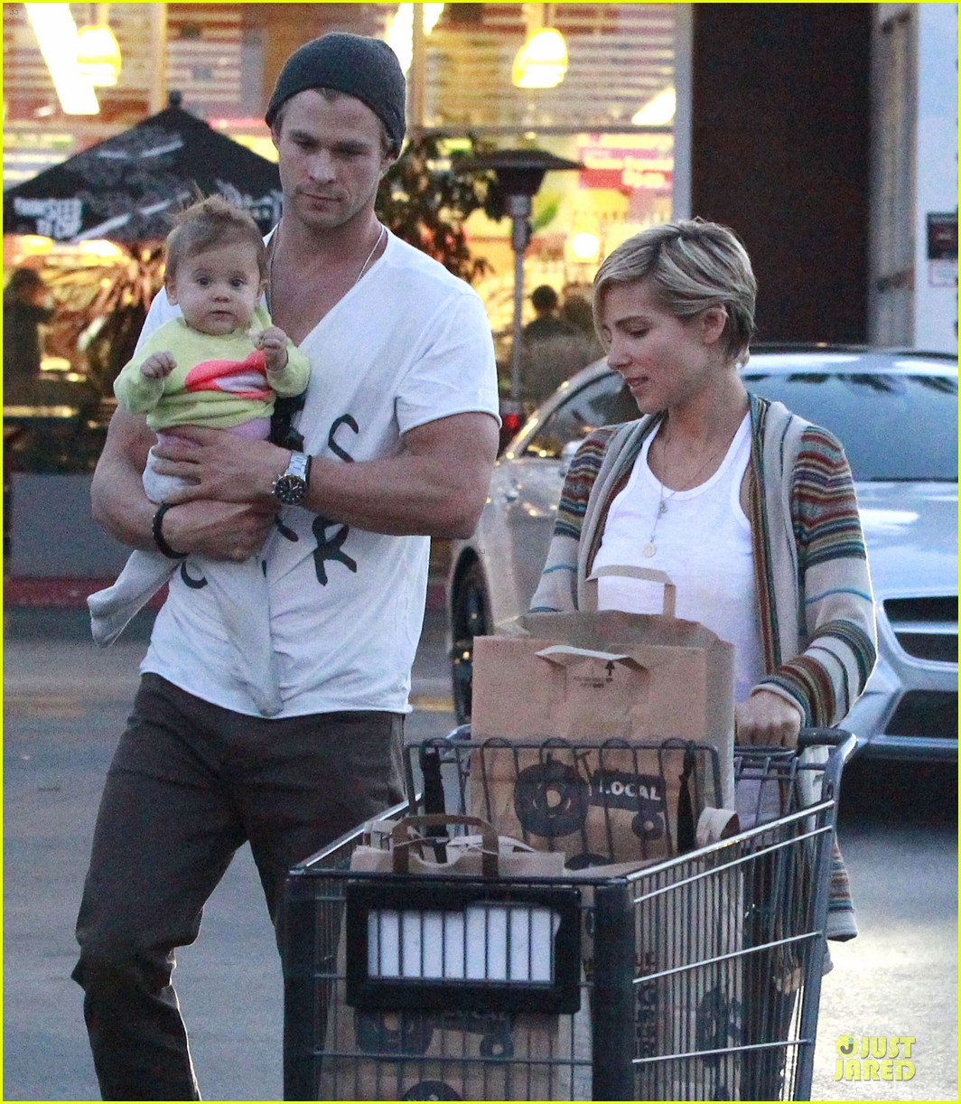 chris hemsworth elsa pataky grocery shopping after easter 132841869