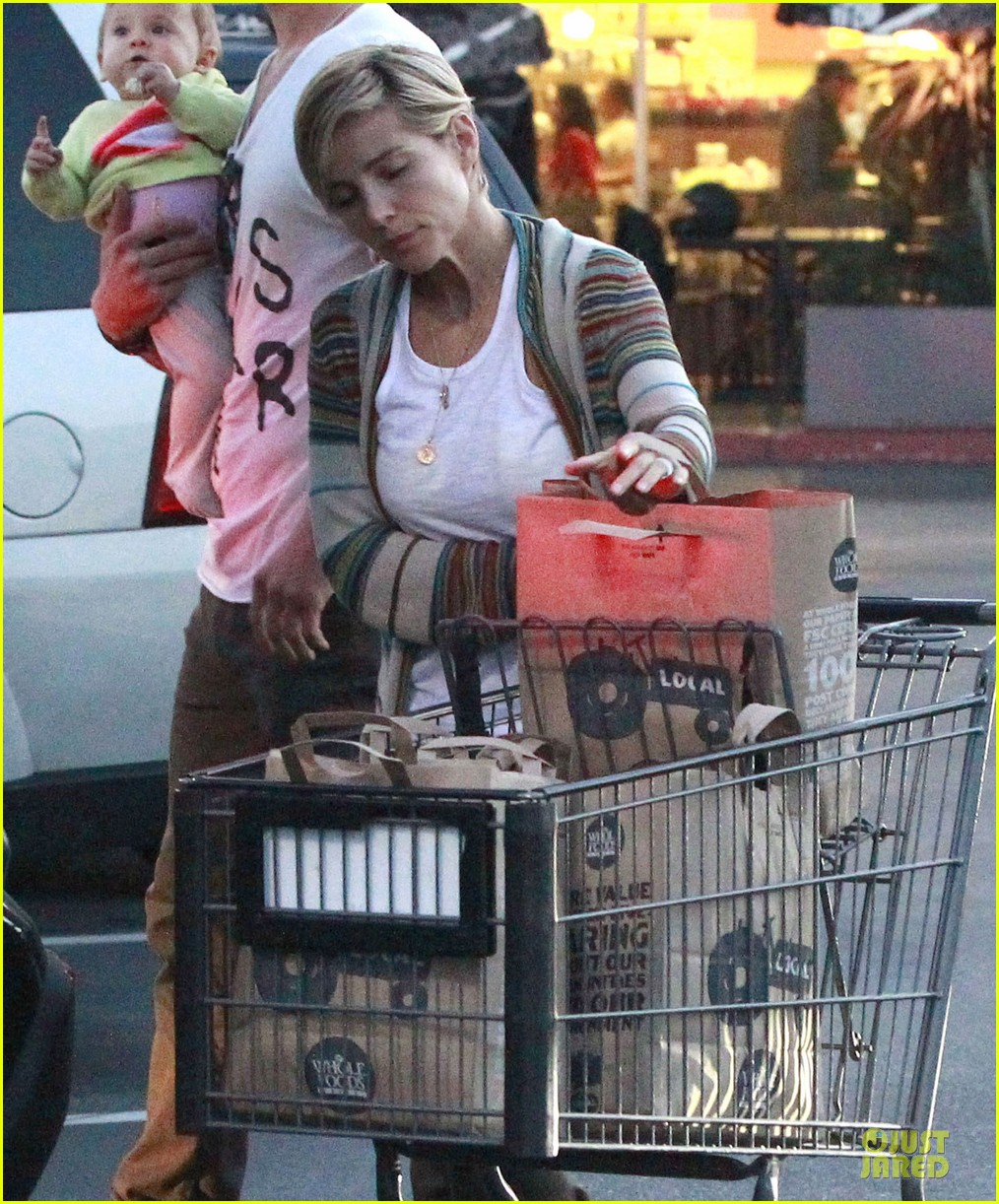 chris hemsworth elsa pataky grocery shopping after easter 152841871