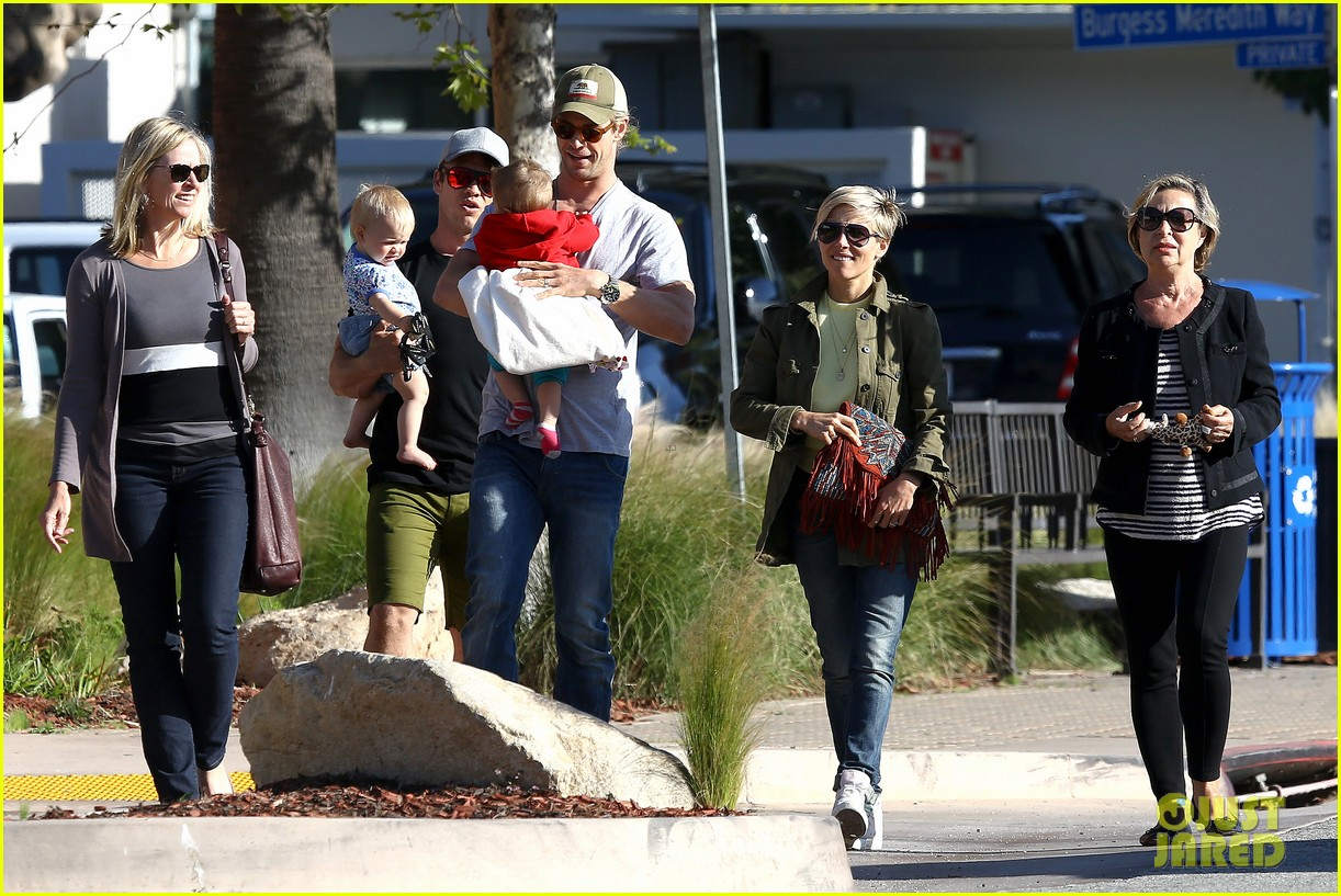 chris hemsworth elsa pataky lunchtime with india 072843658
