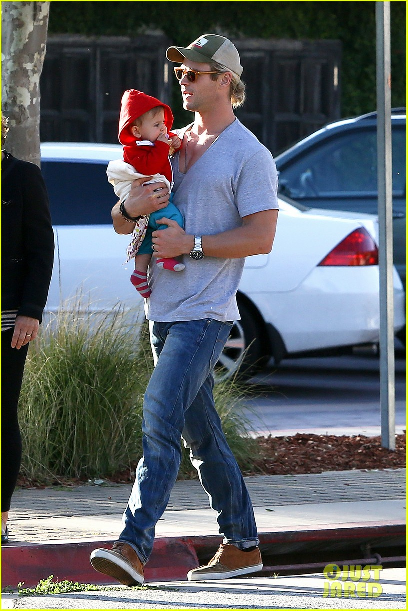 chris hemsworth elsa pataky lunchtime with india 122843663