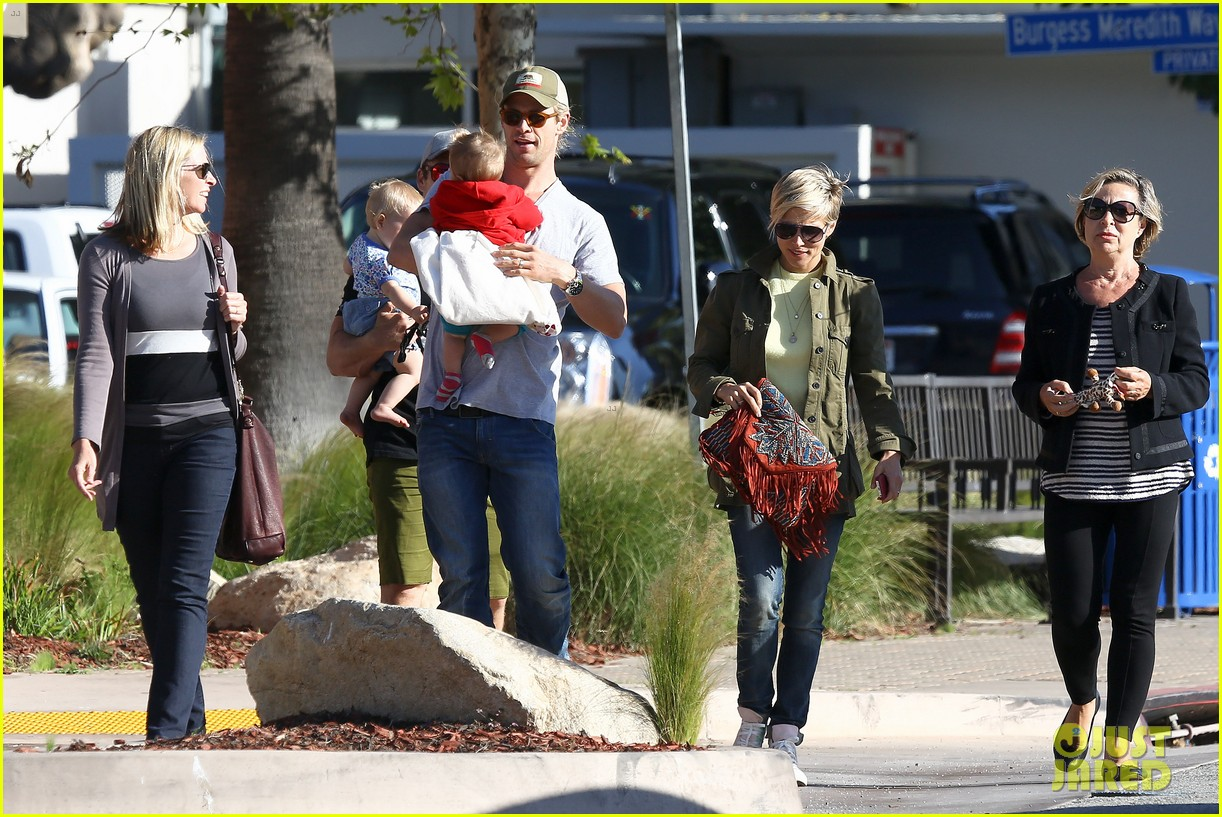 chris hemsworth elsa pataky lunchtime with india 162843667
