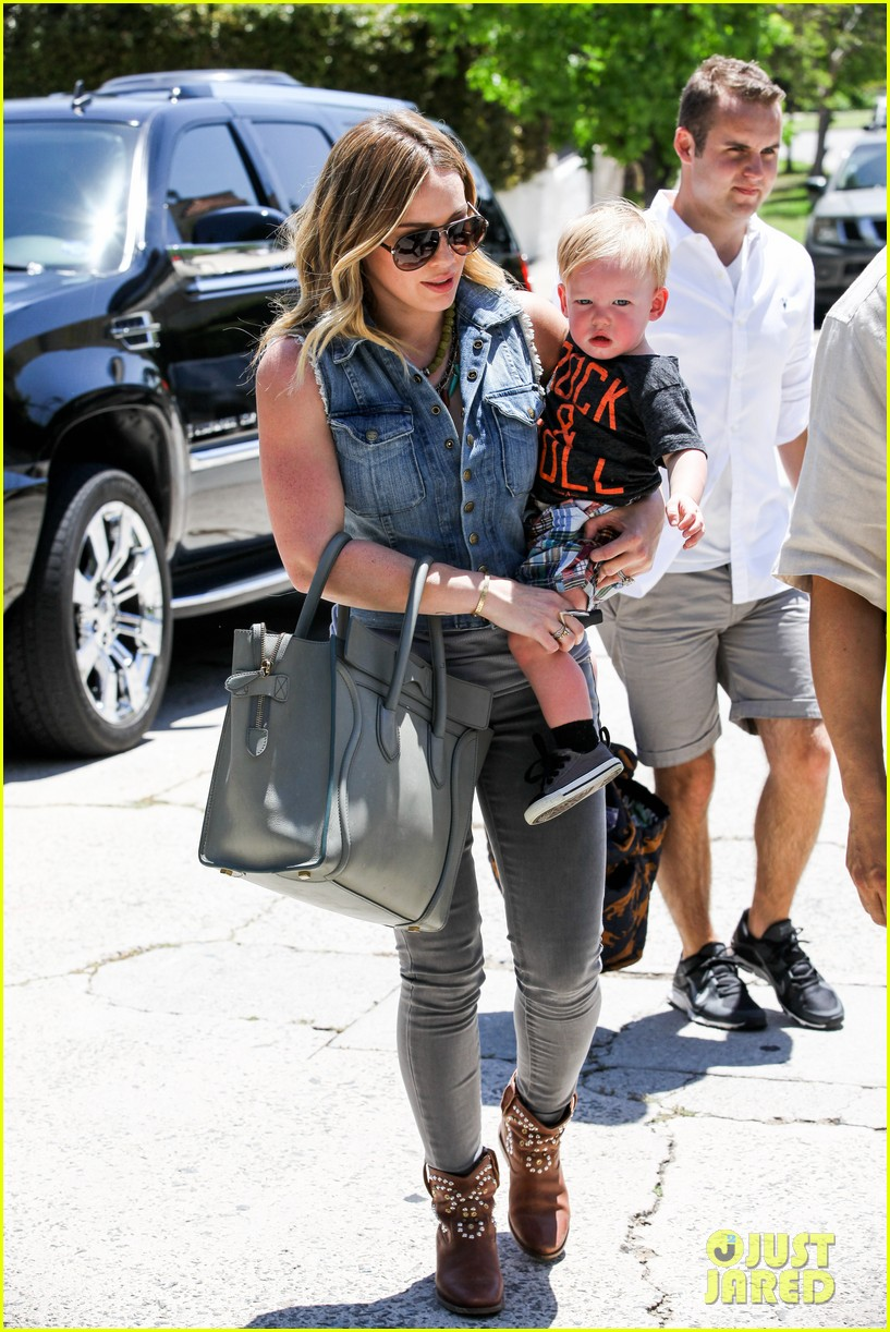 hilary duff birthday parties with baby luca 202856893