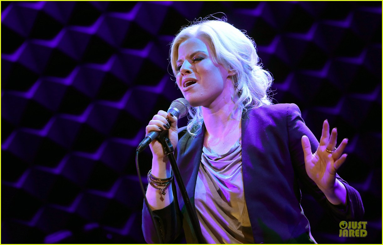 megan hilty joes pub showcase 142856985