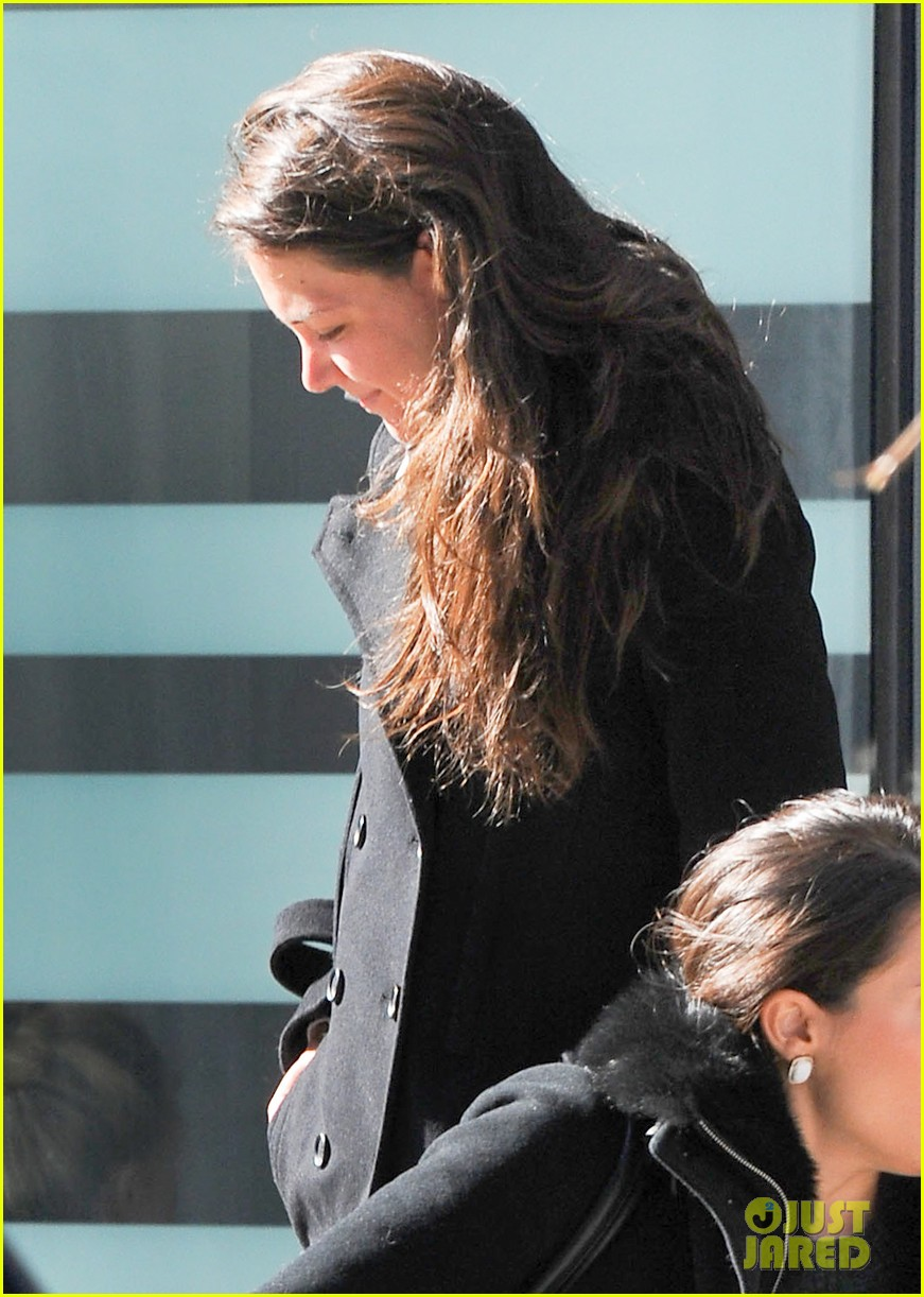 katie holmes fashionable gym exit 042845295