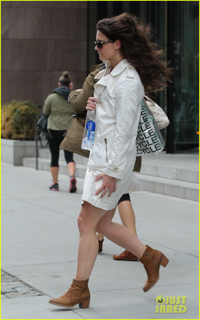 katie holmes fashionable gym exit 062845297