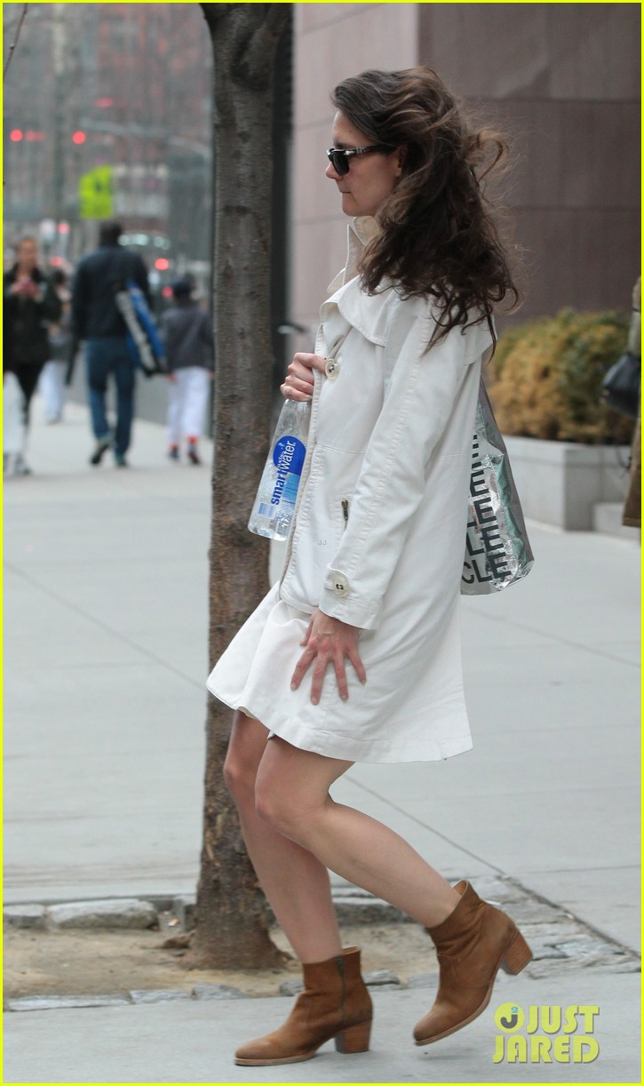 katie holmes fashionable gym exit 082845299