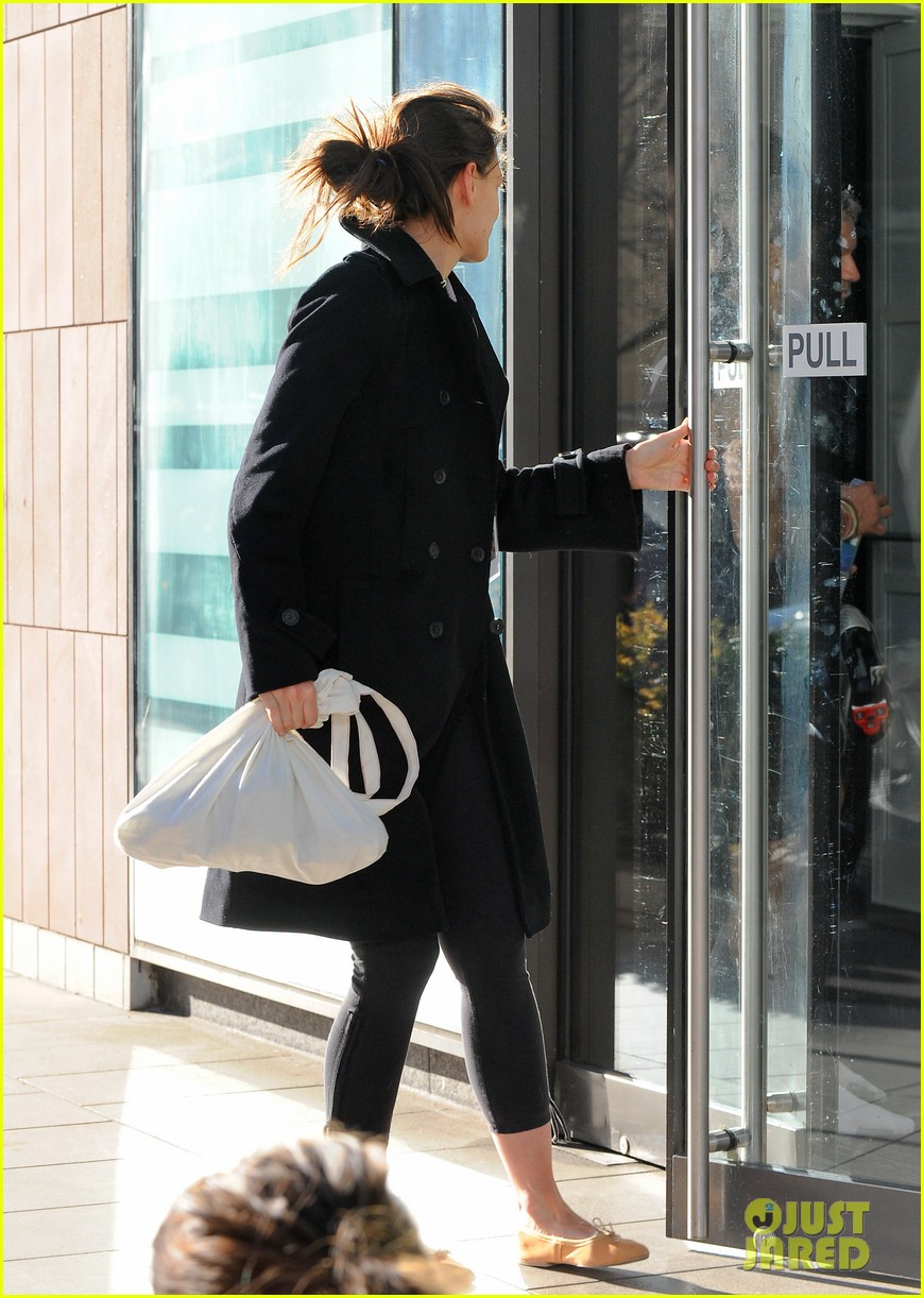 katie holmes fashionable gym exit 102845301