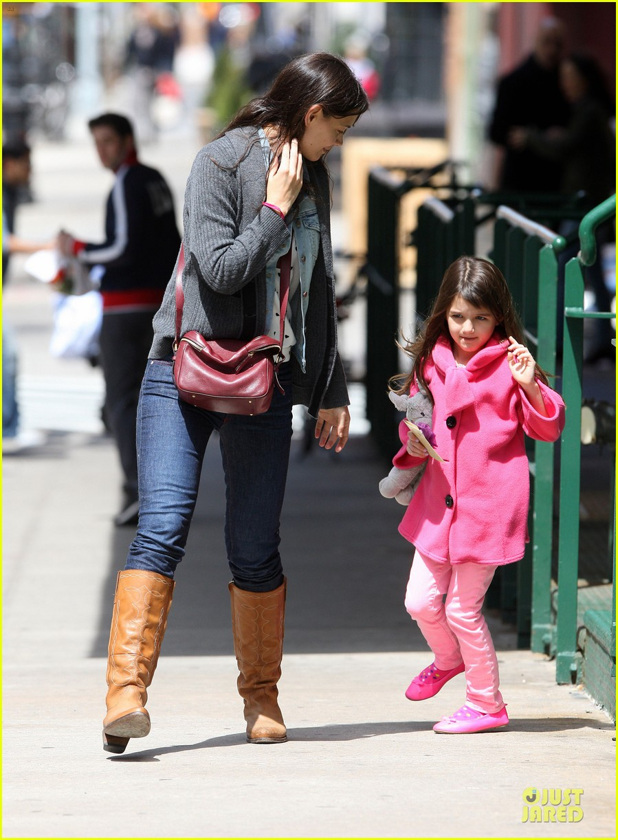 katie holmes suri nail salon after seventh birthday celebration 062854236